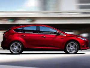 ford-focus-hatchback-2011-02